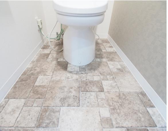 トイレ内のクッションフロア・壁紙の張替